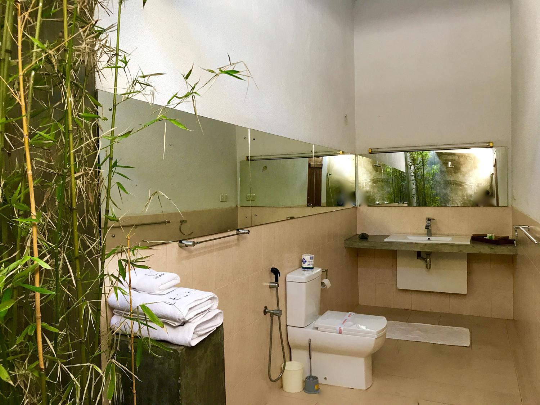 Delux toilet club lespri hotel kandy