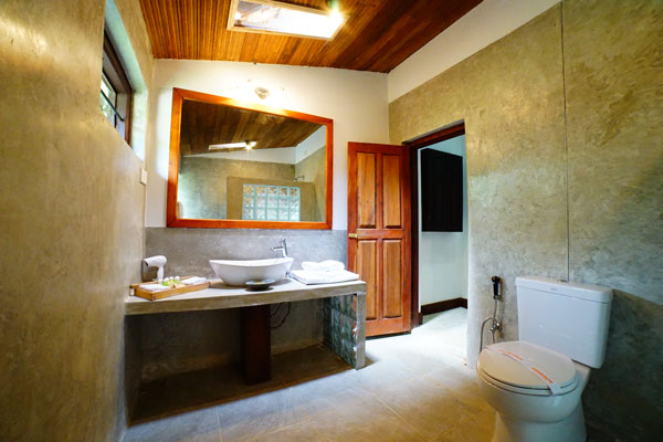 Modern toilet bath in Negombo