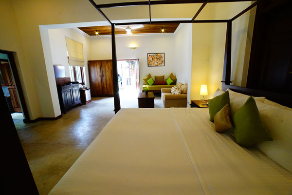 Hotel bed rooms near Colombo Airport Lespri Grand
